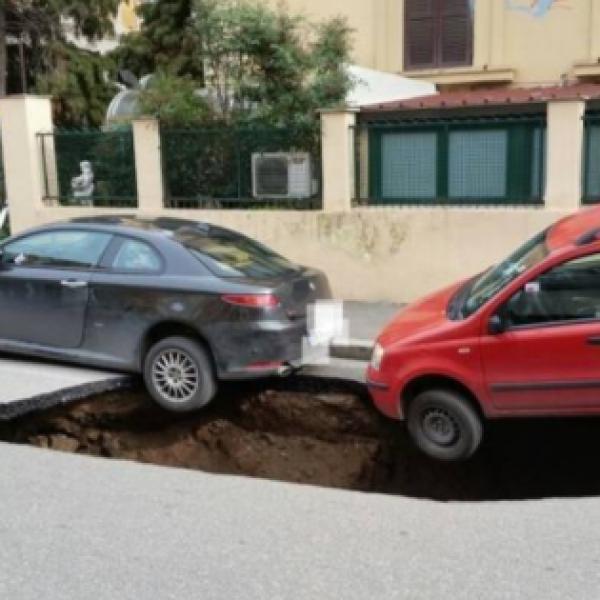 Roma, trovata voragine sotterranea: chiusa una strada