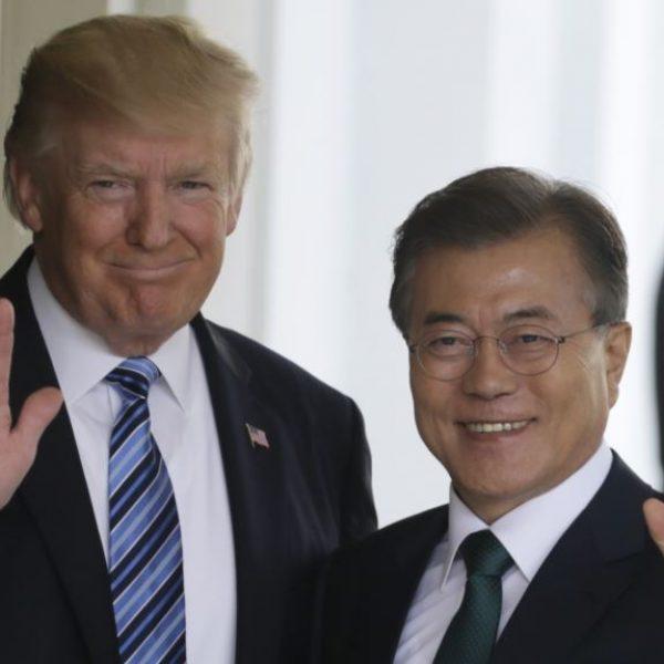 """""""Telefonata della pace"""" tra Trump e Moon: obiettivo denuclearizzazione"""