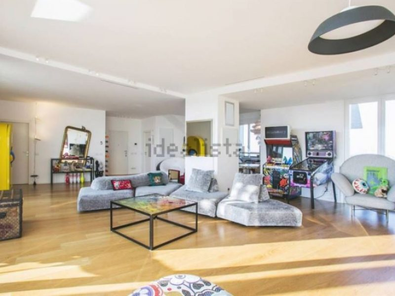 la casa di fedez in affitto a 10 mila euro al mese si24