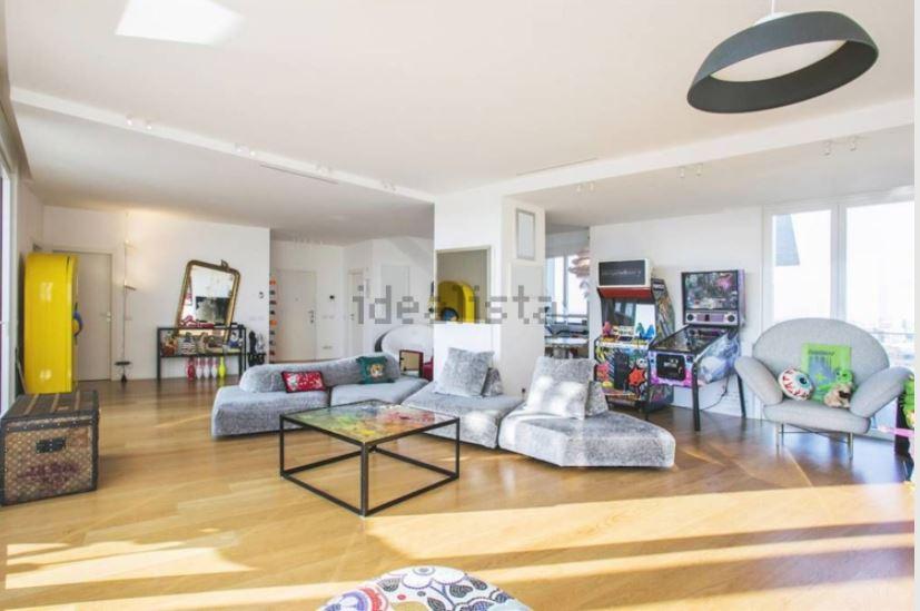 Fedez mette in affitto la sua casa a 10 mila euro al mese