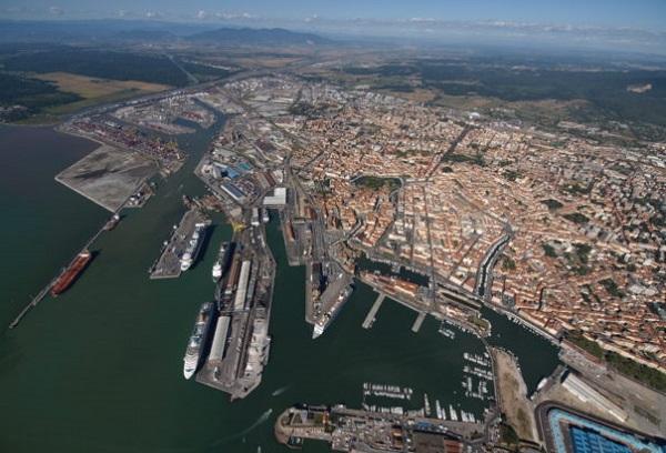 Livorno, esplosione al porto: due operai morti e uno ferito gravemente