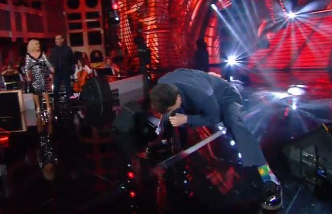 Sanremo Young, Massimo Ranieri si scatena sul palco – VIDEO