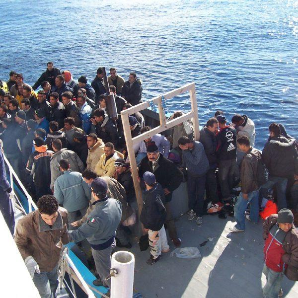 Migranti, 13 fermi per 'viaggi di lusso' dalla Tunisia