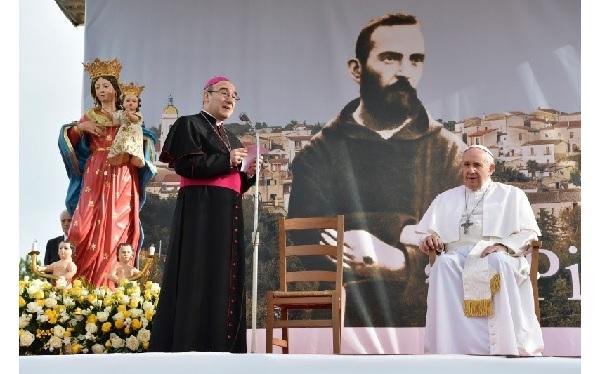 Papa Francesco visita i luoghi di Padre Pio