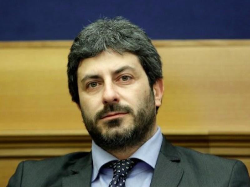 politica, Matteo Salvini, Luigi Di Maio, Roberto Fico, il presidente della Camera lancia un appello ai partiti, Fico invita i partiti al dialogo, Salvini pronto a dialogare con M5S, Luigi di Maio oppone veti a Salvini, M5S si oppone alla Lega, voto,
