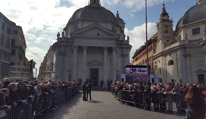 Morte Frizzi, i funerali in Piazza del Popolo