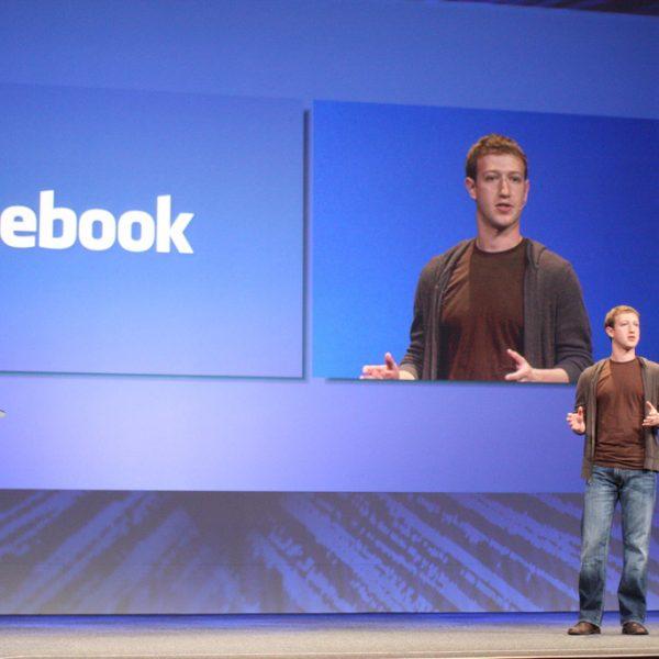 Facebook crolla a Wall Street: profili utenti violati