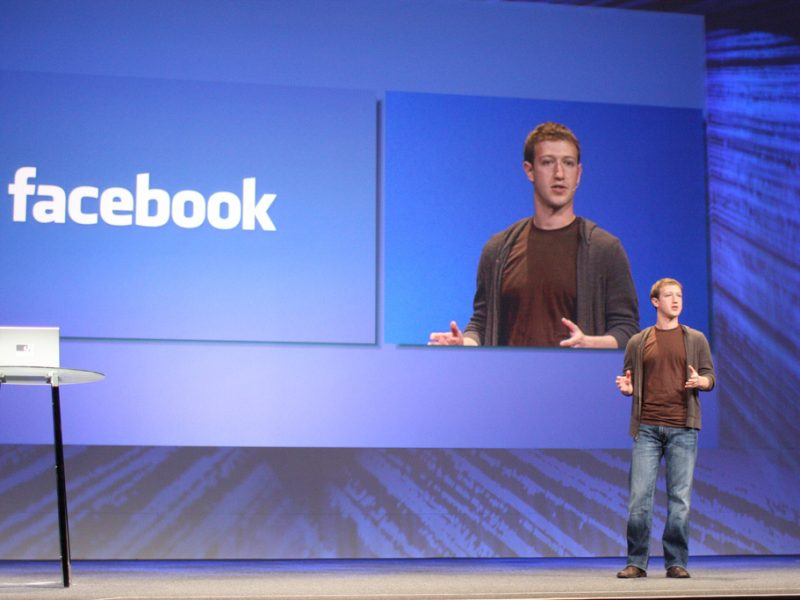 Facebook, Tinder, Match, Cambridge Analytica, Mark Zuckerberg, Facebook lancia funzione di incontri, dating su Facebook, Zuckerberg annuncia servizio di incontri su Facebook,