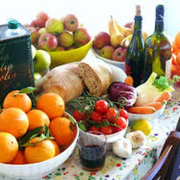 Frutta, verdura e poca carne toccasana per gli anziani