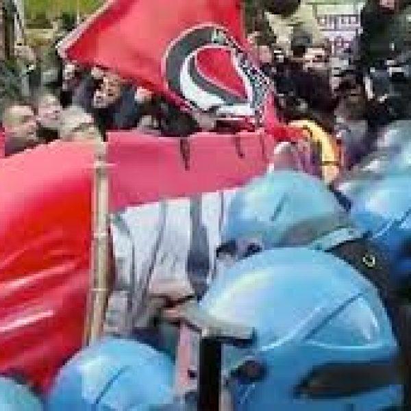 Torino, indagata la maestra che insultò i poliziotti