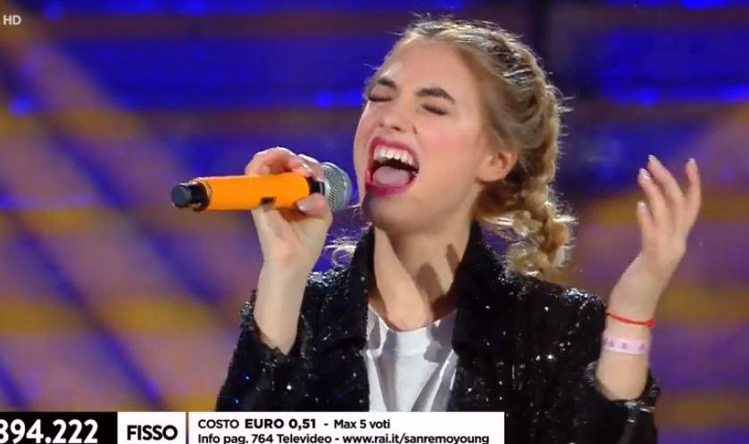 """Sanremo, Luna Farina in difficoltà. Maionchi: """"Esibizione al limite"""""""
