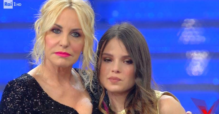 """Elena Manuele in lacrime, Paoli la consola: """"Sei una professionista"""""""
