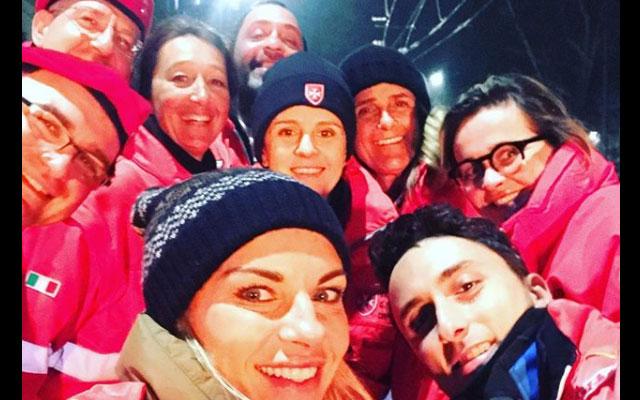 Martina Colombari tra i senzatetto di Milano