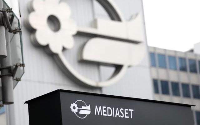 Borsa: Mediaset perde quasi 5 punti, Spread in rialzo