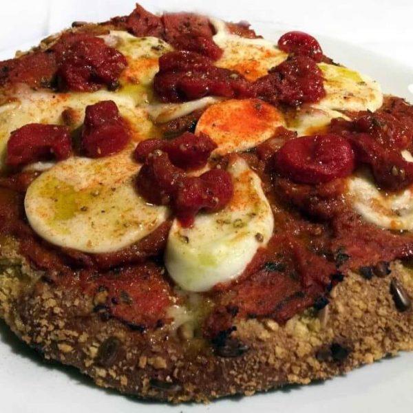 La pizza Margherita di Carlo Cracco bocciata dai napoletani