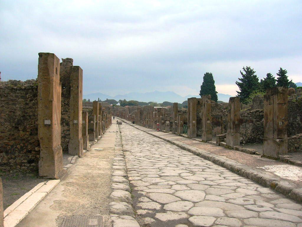 Pompei, si lancia contromano: algerino condannato