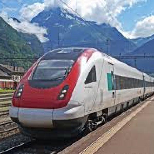 Viaggi, il treno è l'opzione più comoda per due italiani su tre