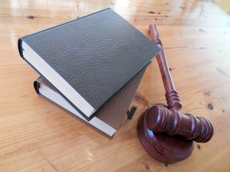 Lecce, arrestato pm Emilio Artesano, magistrato accusato di sesso in cambio di favori giudiziari, corruzione, sesso e favori,