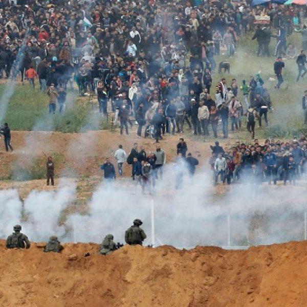 Gaza, scontri al confine con Israele: sette morti