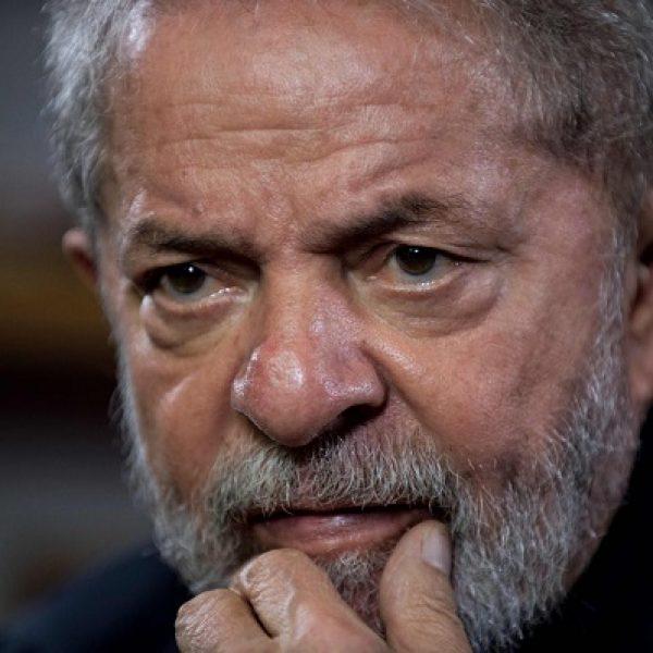 Brasile, Lula non si consegna. La polizia: