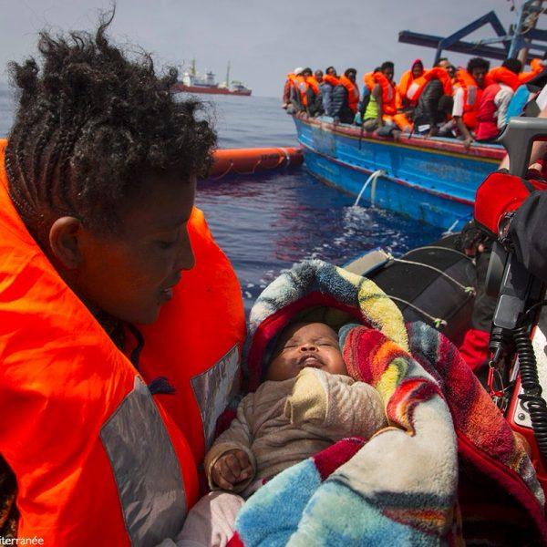 A Trapani in arrivo 537 migranti sulla nave Acquarius