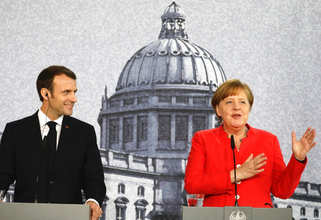 Berlino, Merkel incontra Macron per 'ricostruire l'Europa'