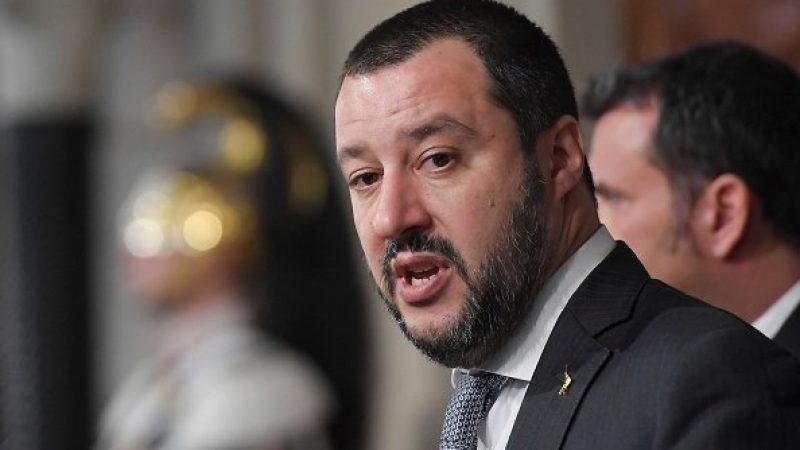 """Salvini, svolta 'vintage': """"Sulla carta d'identità torna madre-padre"""""""