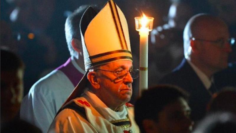 """La veglia di Pasqua, Francesco: """"Vincere le ingiustizie"""""""