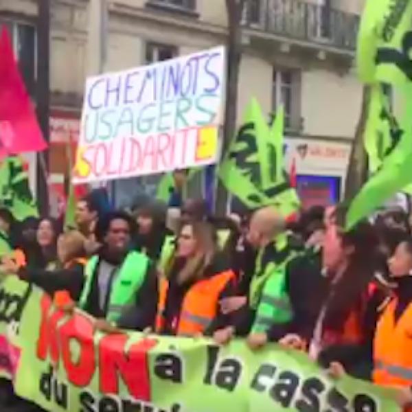 Parigi protesta contro la riforma ferroviaria