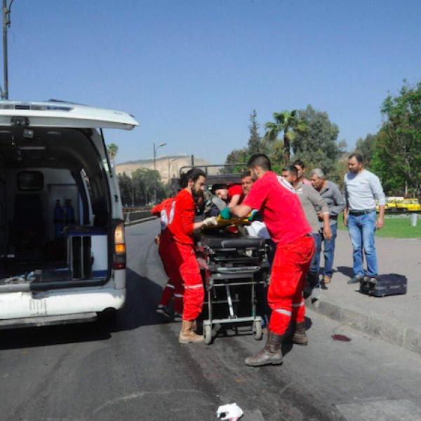 Siria, attacco chimico su Duma: almeno 100 morti