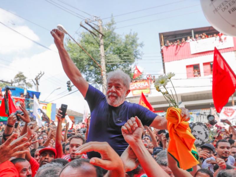carcere Lula, Lula, Lula carcere Curitiba, Lula in carcere, Lula sconta la pena, Lula si consegna, Lula va in carcere, pena Lula