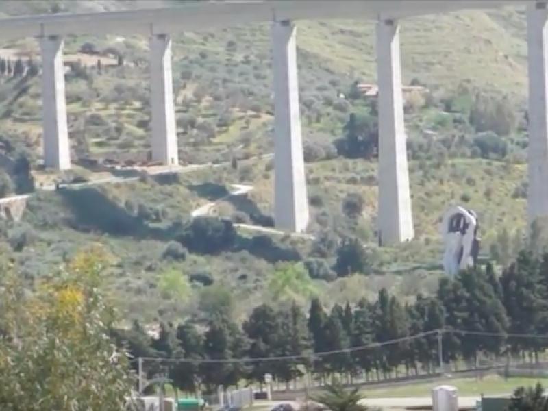 Pizzo sulle sculture di Fiumara d'arta, tre arresti nel Messinese