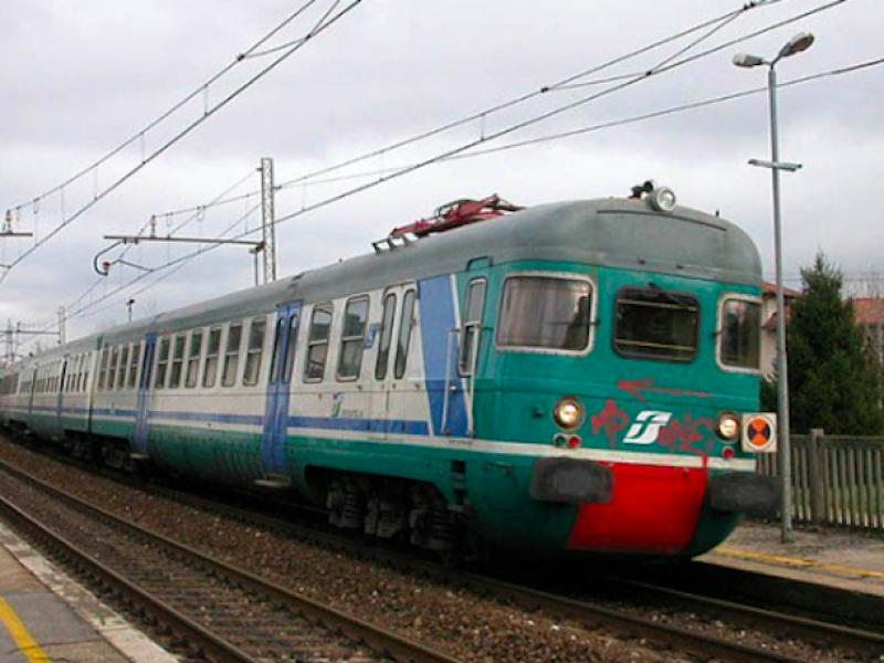 Deraglia treno nel Cuneese, soccorritori sul posto
