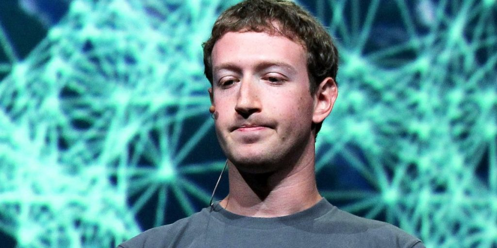 """Mr Zuckerberg alla stampa: """"Al timone ci sono io"""""""