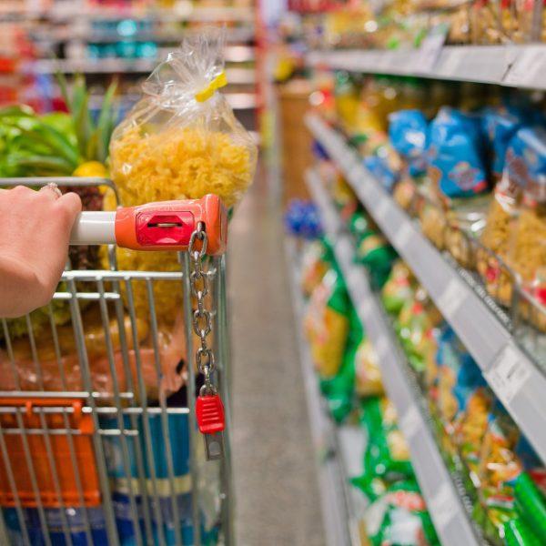 Istat, ad aprile frena l'inflazione ma il carrello spesa rincara