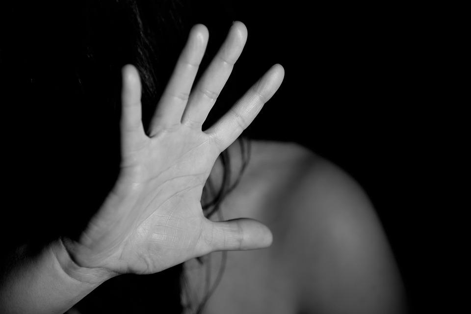 Modena, aggredisce l'amica: arrestato per tentato omicidio