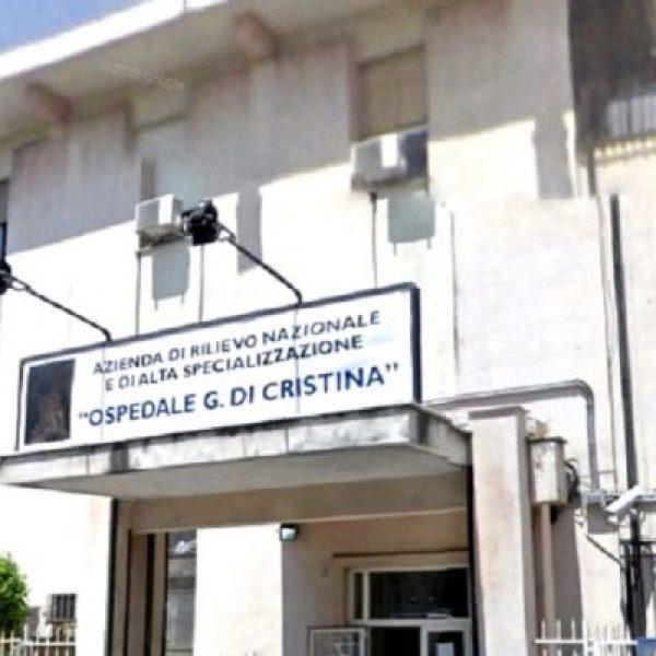 Palermo, gli muore il figlio e massacra i medici