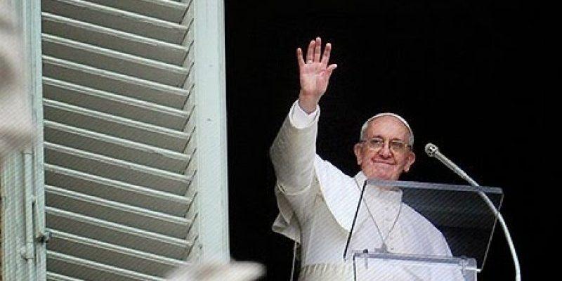 """Papa Francesco: """"Inclusione e lavoro per non idolatrare il denaro"""""""