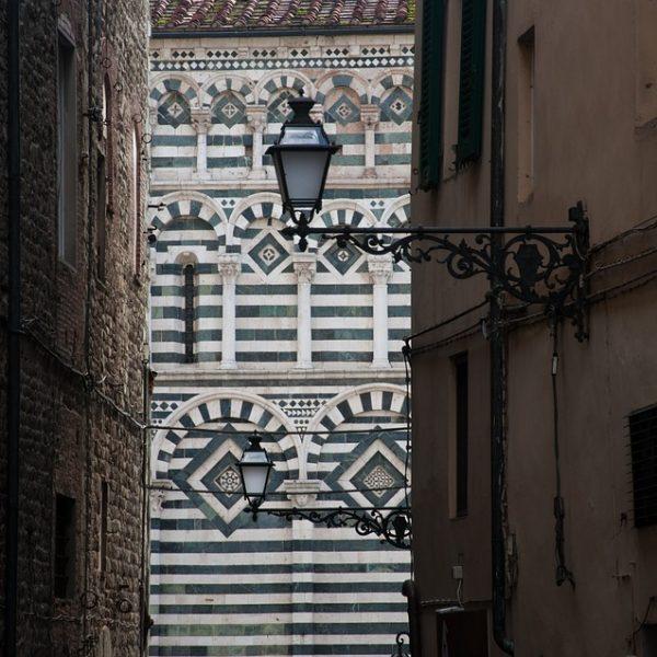 Pistoia, solo insegne italiane in centro