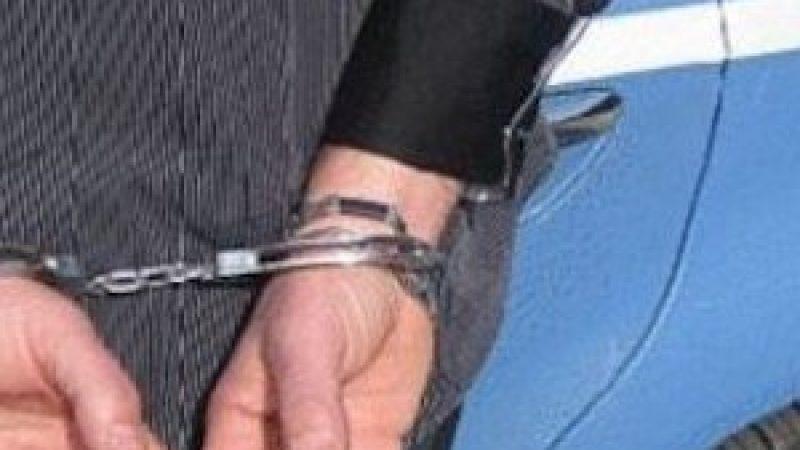 Gela, evade dai domiciliari e picchia il prof del figlio: arrestato