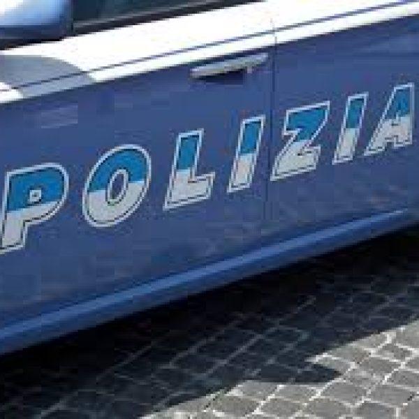 Napoli, accoltellato mentre litiga con la ex