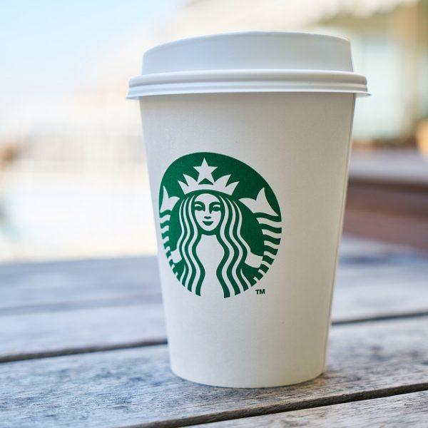 Starbucks, vogliono usare il bagno: arrestati clienti neri