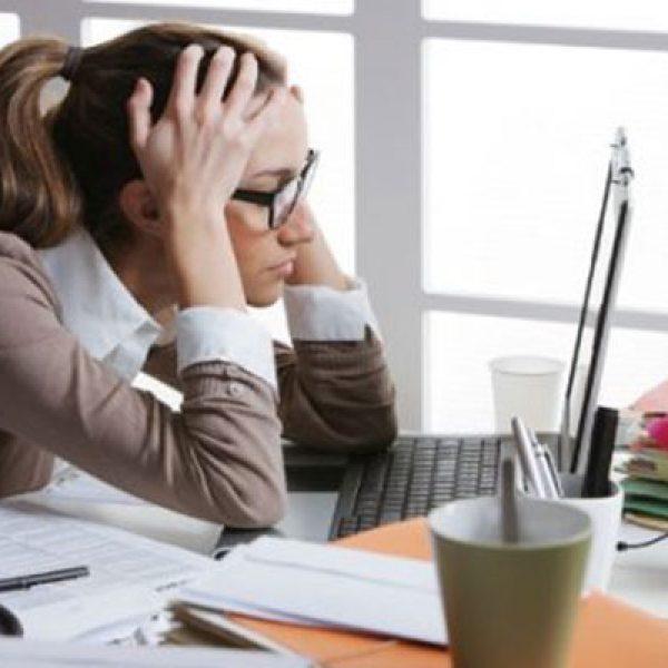 Stare troppo tempo seduti fa male al cervello
