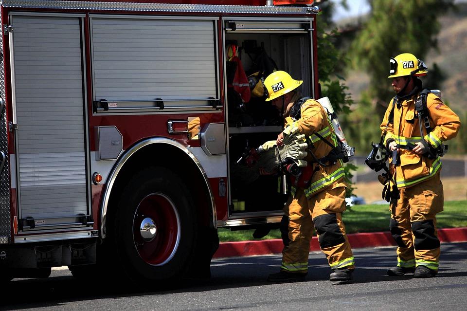 Catanzaro, appiccato incendio in un pub: due morti