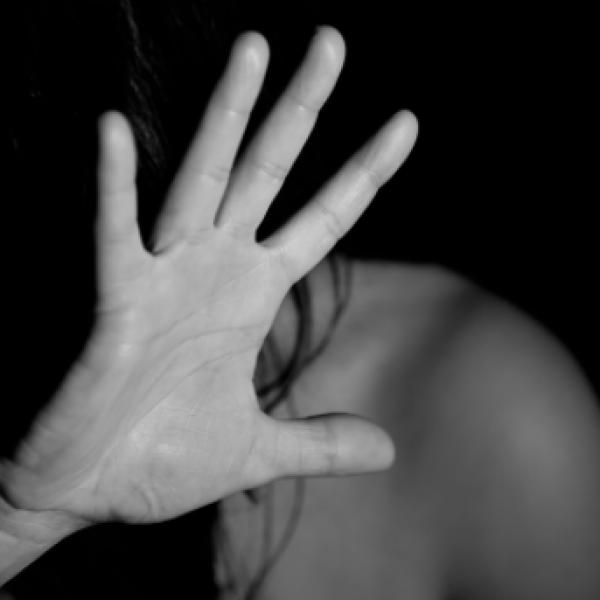 Monza, posta selfie su Instagram: 13enne picchiata dal padre
