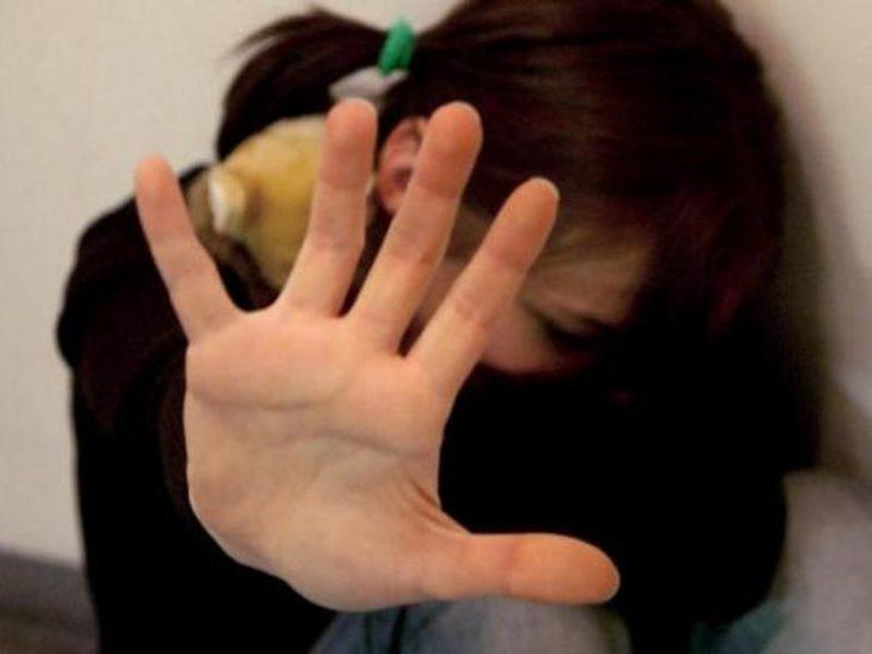 lecce,gambiano violenta sessualmente turista minorenne, 15enne torinese violentata da gambiano a Lecce, denunciato richiedente asilo a Lecce per violenza sessuale su minorenne