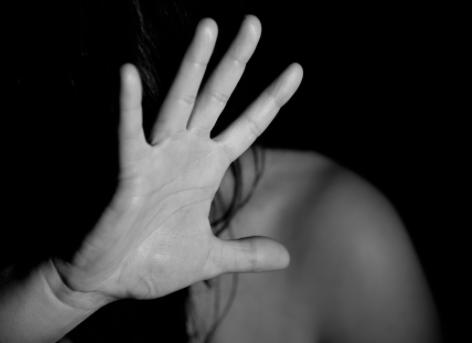 Varese, padre 80enne abusa della figlia disabile: arrestato