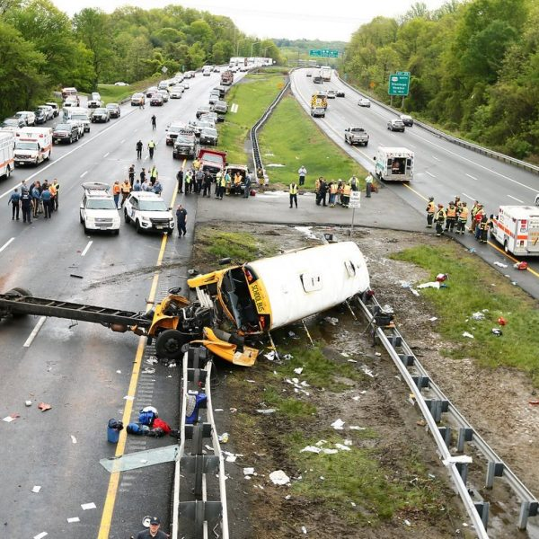 New Jersey, scuolabus contro camion: un morto