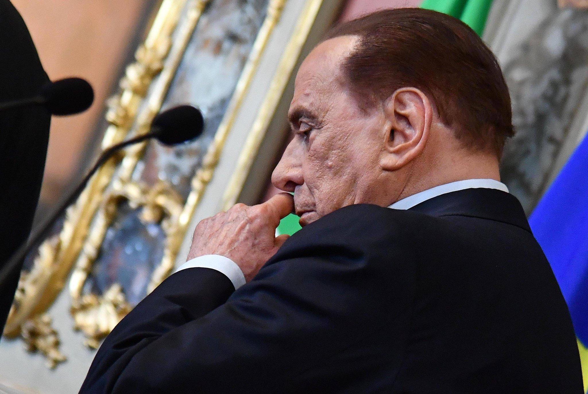 """Berlusconi si fa da parte: """"Governino, se ne sono capaci"""""""