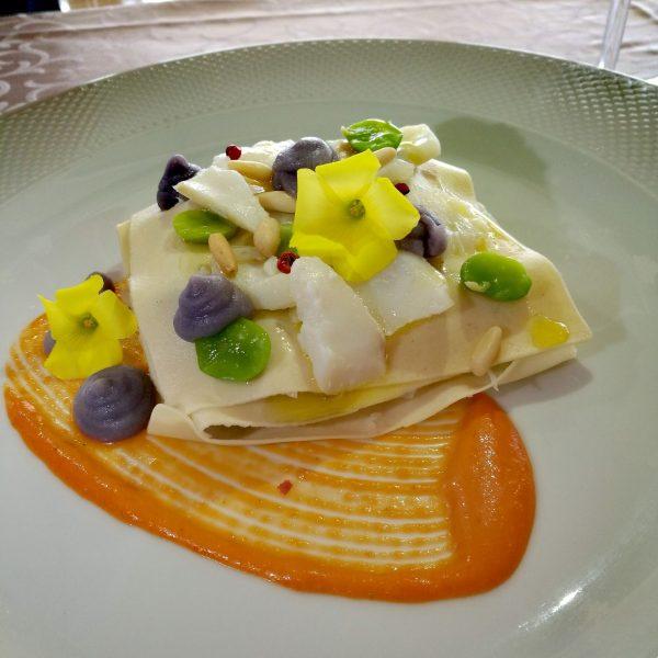 Lasagnetta con baccalà, purea di patate viola, favette ed emulsione di cuori di bue